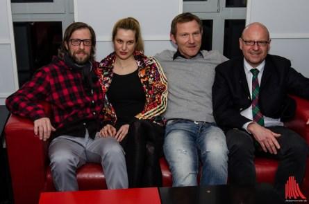 (v.l.:) Die Schauspieler Oliver Korittke, Mirijam Verena Jeremic und Roland Jankowsky mit OB Markus Lewe bei der Premiere. (Foto: th)