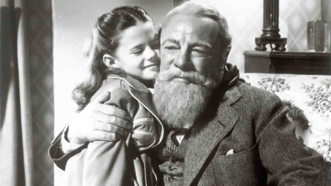 Miracle On 34th Street - TOP 10 BEST CHRISTMAS MOVIES OF ALL TIMES