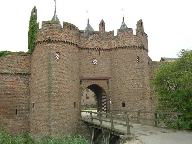 Kasteel De Doornenburg - TOP 10 MOST BEAUTIFUL CASTLES IN THE NETHERLANDS