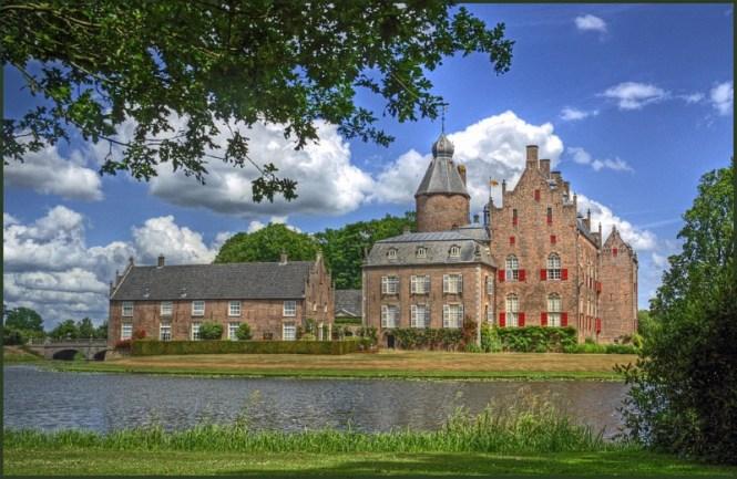 Kasteel Rechteren - TOP 10 MOST BEAUTIFUL CASTLES IN THE NETHERLANDS
