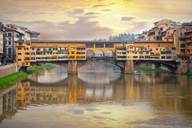 Ponte Vecchio - TOP 10 MOST FAMOUS ATTRACTIONS IN FLORENCE