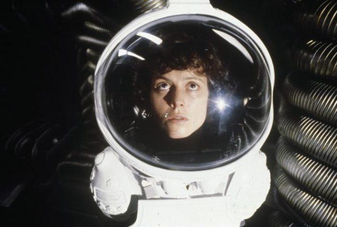 Alien - TOP 10 BEST ALIEN MOVIES