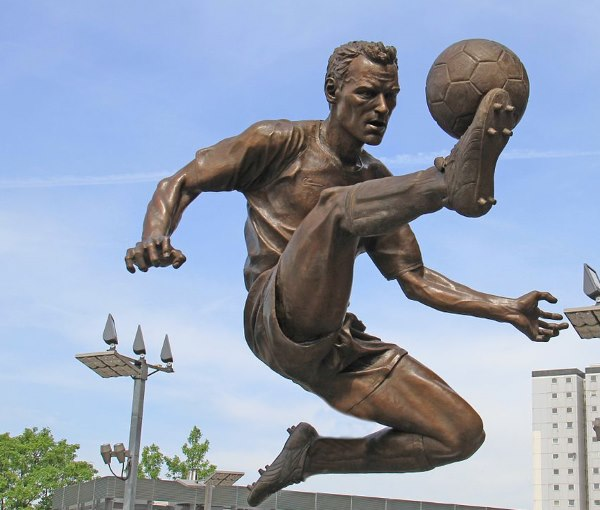 Dennis Bergkamp1 - TOP 10 BEST DUTCH SOCCER STRIKERS OF ALL TIMES