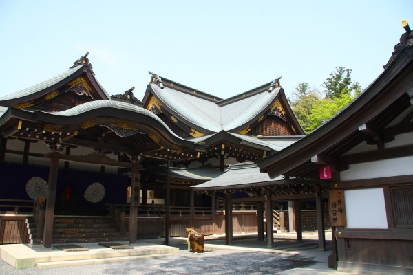 Ise Grand Shrine - TOP 10 SECRET FORBIDDEN PLACES WHERE YOU ARE NOT ALLOWED TO GO TO - 10 places that are banned for the common citizen for all sorts of reasons.