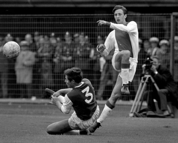 Johan Cruijff1 - TOP 10 BEST DUTCH SOCCER STRIKERS OF ALL TIMES