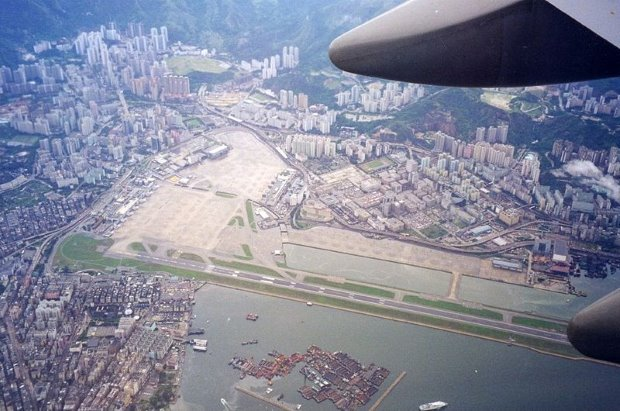 Kai Tak Airport - TOP 10 MOST EXTREME AIRPORTS IN THE WORLD