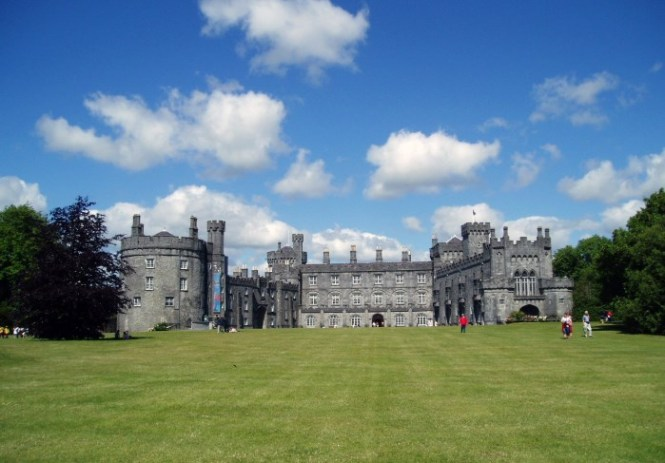 Kilkenny Kasteel - TOP 10 MOST BEAUTIFUL CASTLES IN THE WORLD
