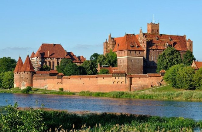 Malbork Kasteel - TOP 10 LARGEST PALACES AND RESIDENTIAL BUILDINGS IN THE WORLD