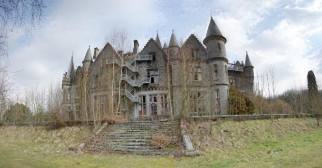 Miranda Kasteel2 - TOP 10 MOST BEAUTIFUL CASTLES IN THE WORLD