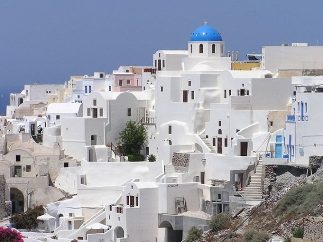 Santorini 1 - TOP 10 MOST BEAUTIFUL ISLANDS IN THE WORLD