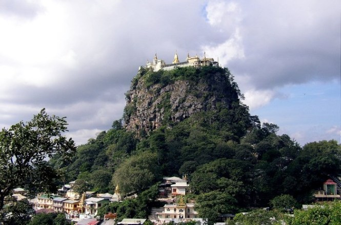 Taung Kalat - TOP 10 MOST BEAUTIFUL MONASTERIES IN THE WORLD