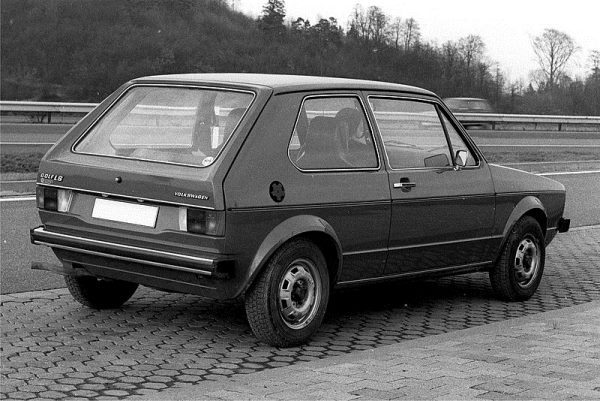 Volkswagen Golf - TOP 10 HISTORY'S BEST SELLING CARS OF ALL TIME