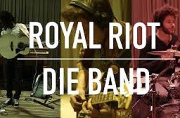 Royal Riot Font