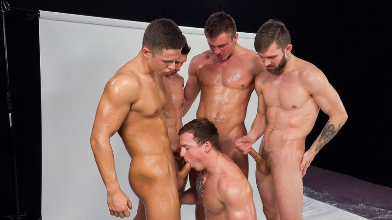 Five Hot Straight Guys Making Wank Party 02