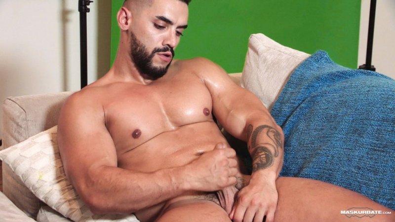 Sexy Hunk Arad Winwin Jerks off 01
