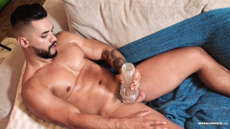 Sexy Hunk Arad Winwin Jerks off 03