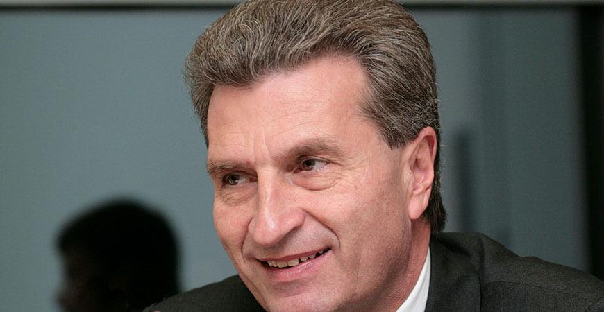 So ganz unrecht haben die Chinesen ja nicht. Günther Oettinger hat tatsächlich eine lange Nase.