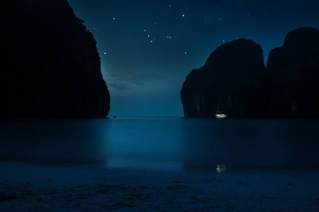 Maya Bay Sleep aboard tour - Phi Phi tour