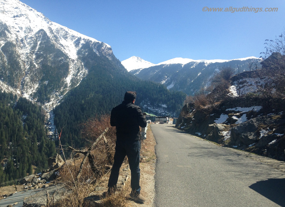 On the way to Badrinath - Tourist or Traveler