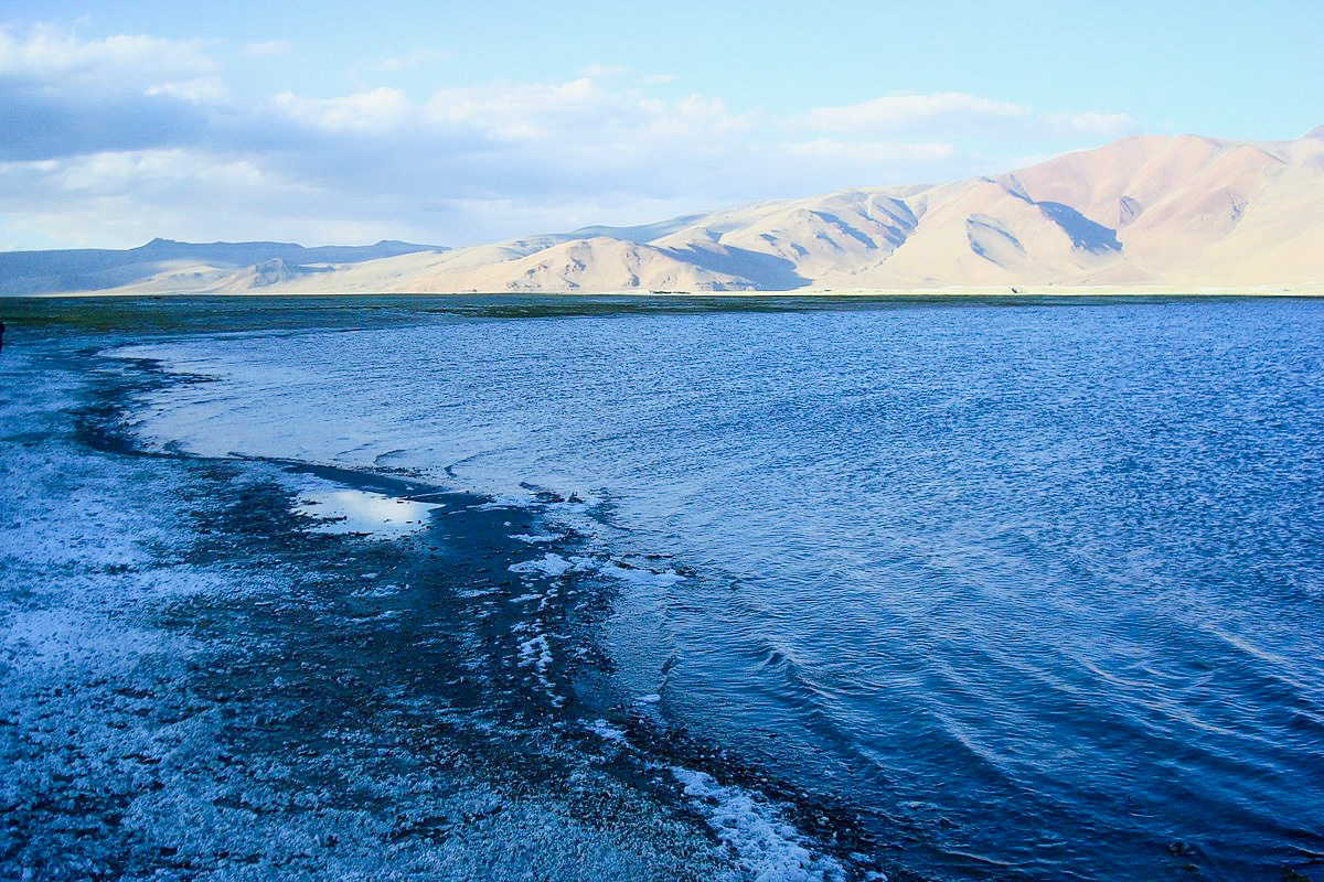 White Lake Tso Kar with salt deposits on Clear Days