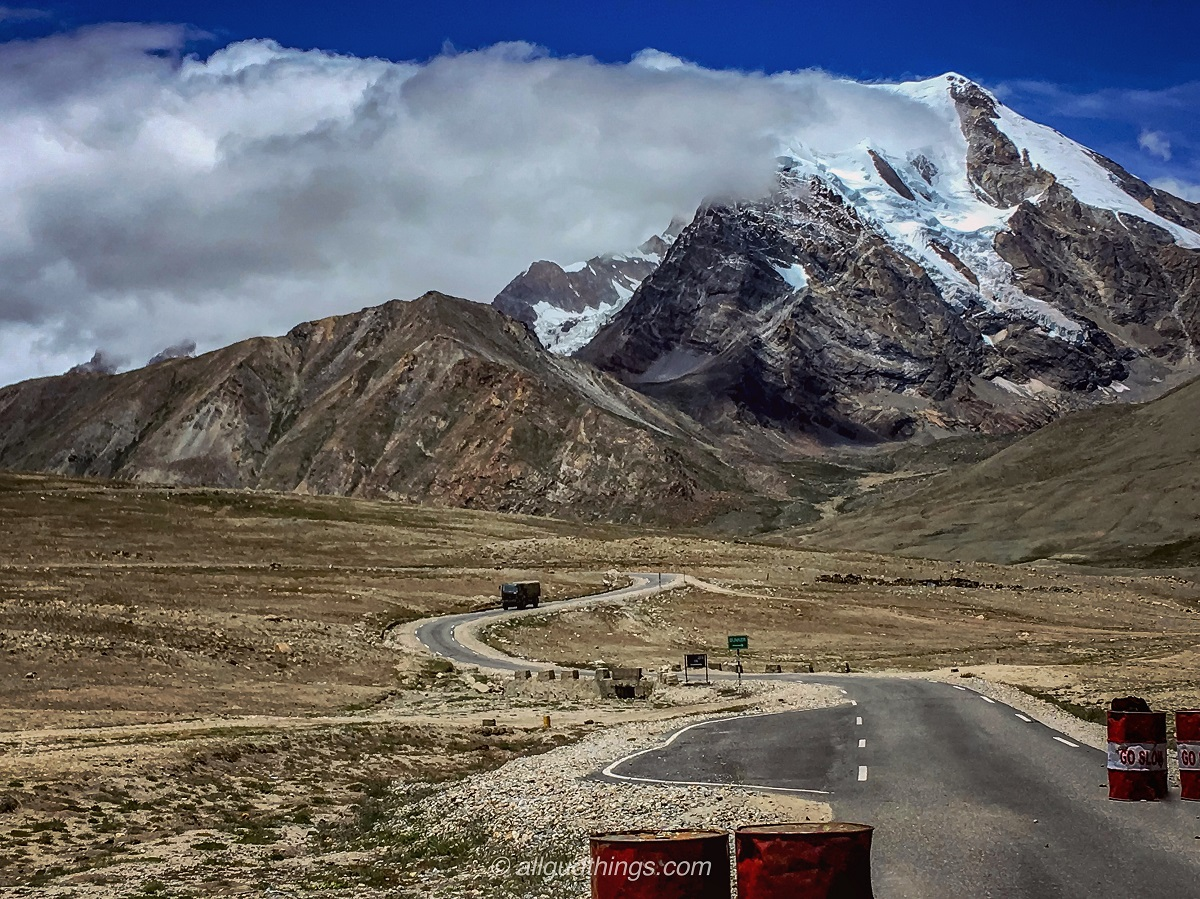 Metaled road before Gurudongmar Lake