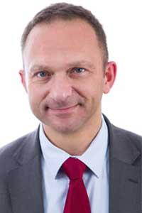 Enarque, Jean-Charles Fischer est nommé, à 46 ans, au poste de secrétaire général de l'Ecole polytechnique.