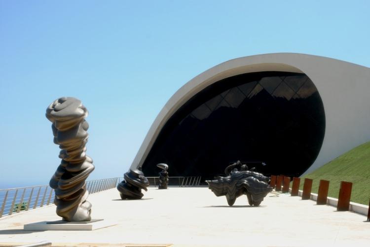 Le opere di Cragg all'Auditorium Niemeyer - ph Pino Izzo_bassa