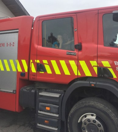Børneby-besøger-brandvæsen-005 (Medium)