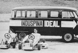 Roberto Pupo Moreno (esq.) e Nelson Piquet (dir., de bigode), em Brasília, nos anos 70 (Foto: Museu do Kart)