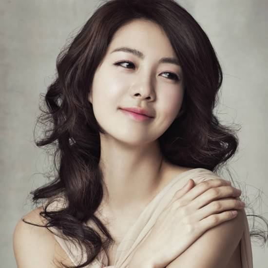 Actress Lee Yo Won Belatedly Revealed To Have Given Birth