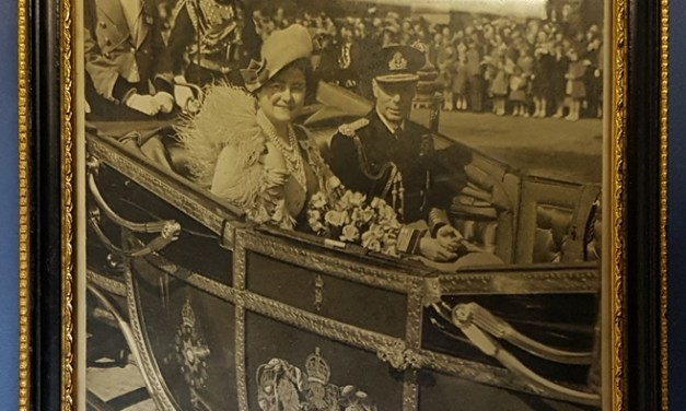 George VI & Queen Mum signed framed 1949 photo