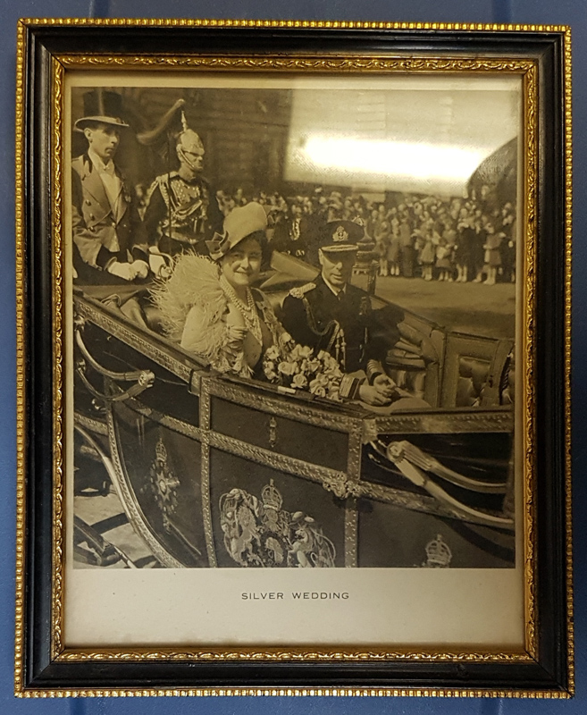 "George VI & Queen Mum signed 6x7.5"" framed 1949 photo Lot 1"