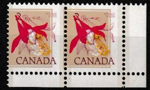 Canada #707var Never Hinged LR 1977 2c Misprint Pair