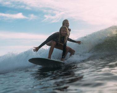 rassemblement de surfeuses