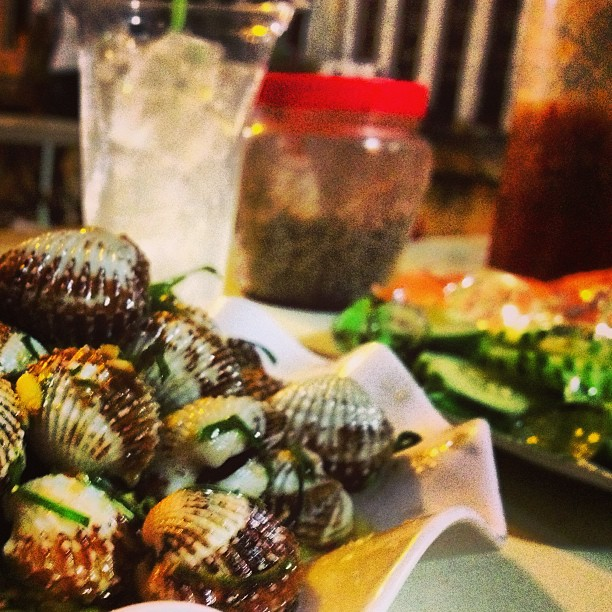 Street-side grilled clams