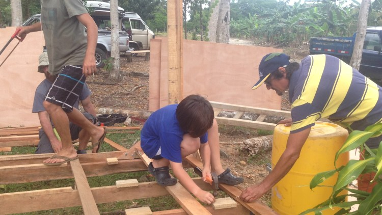 Tom gives J a hand hammering nails as we work on the buena casa.