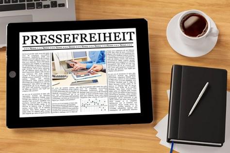 Tablet Computer auf Schreibtisch
