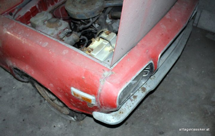 mazda-818-coupe-rot (5)