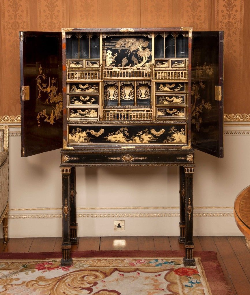 WEB-Chippendale-Japanned-Cabinet-219-HHTF.1997.406a-and-407a-inside-1-866x1024