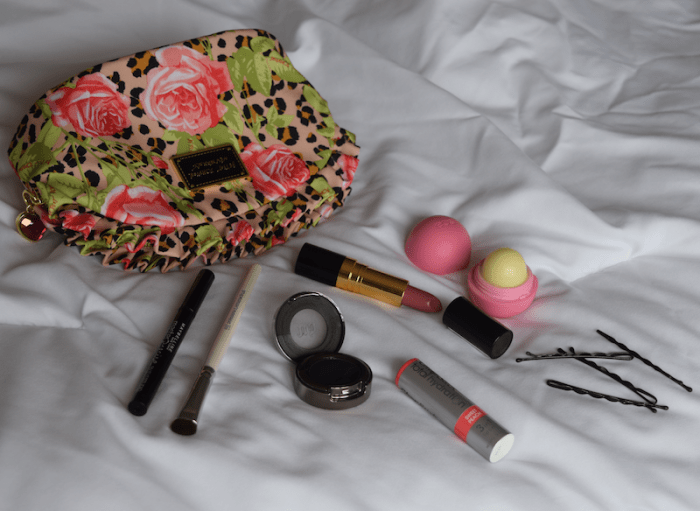makeup bag feature