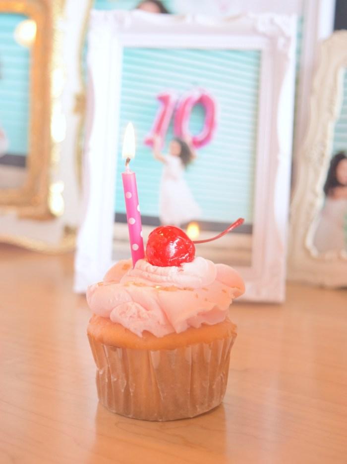 cherry-vanila-birthday-cupcake