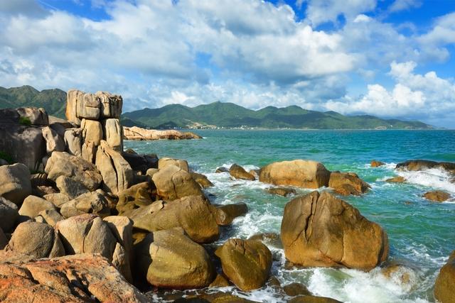 Vietnam Hon Chong Beach