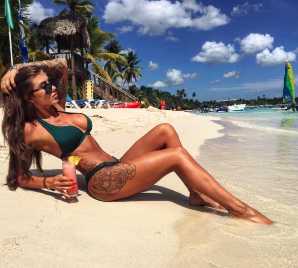 bikini body goals photoshoot deynn allthestufficareabout