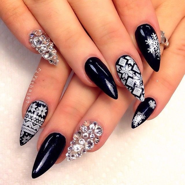 winter-nails-cute-designs-black snowflake-white silver Christmas-glitter