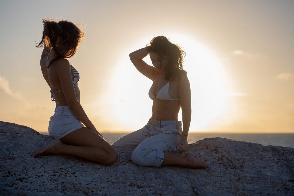 beach photoshoot ideas friends sunrise