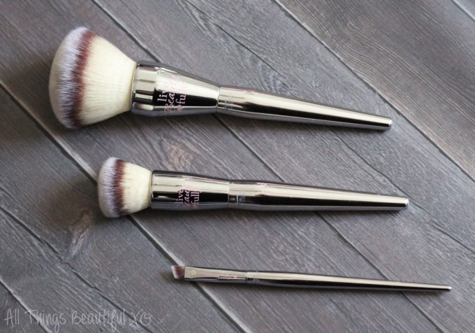 The Best It Cosmetics Face Brushes from the ULTA Collections including brushes from the Live Beauty Fully, Velvet Luxe, & Airbrush ranges with reviews & how to use them! from All Things Beautiful XO