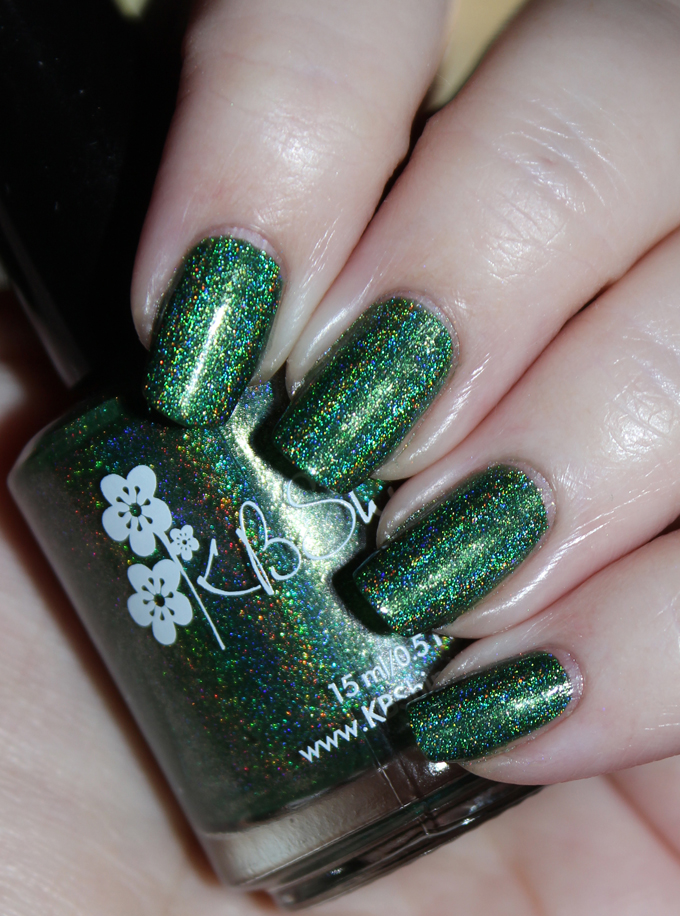 This is KBShimmer Keep Palm & Carry On KBShimmer Nauti by Nature Collection Swatches & Review including a summer mani shot on All Things Beautiful XO