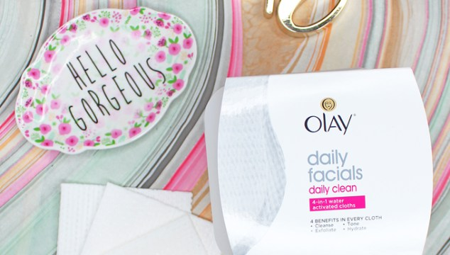 These are the best facial cleansing cloths! Plus they work great for my sensitive & combo skin without irritation. Best way to feel more confident in my own skin? Using #nomakeuprequired products on All Things Beautiful XO