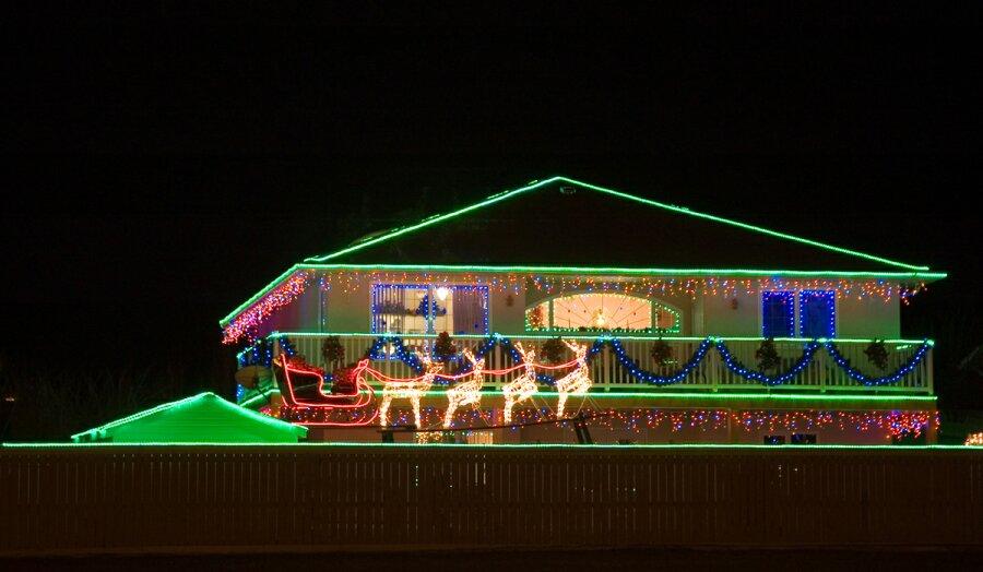 https://i1.wp.com/www.allthingschristmas.com/pics/christmas-lights1.jpg