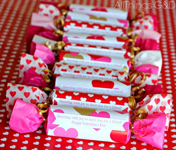 Easy DIY Valentine Poppers Made From Toilet Paper Rolls